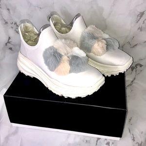 NEW Ugg dots runner Pom Pom shoes white